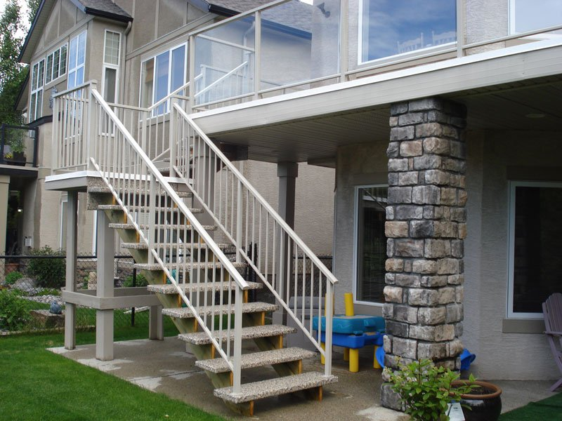 Beige Vinyl Sun Deck With Beige Picket Railing | Mountain View Sun Decks