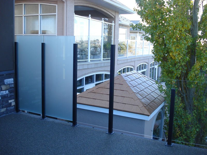 Glass Privacy Wall Wind Wall Combination | Mountain View Sun Decks