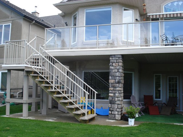 Stone Piller Second Floor Sun Deck | Mountain View Sun Decks
