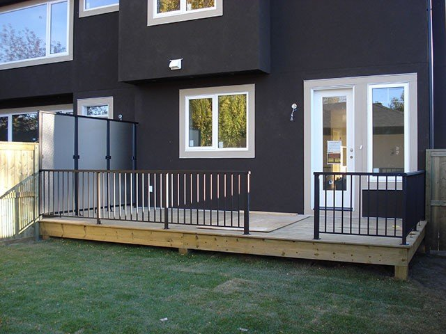 Deck Wooden With Black Railing System | Mountain View Sun Decks