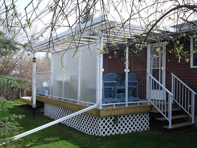 Sun Room White Wind Wall And White Privacy Wall | Mountain View Sun Decks
