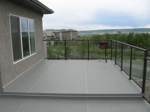 Multi Level Vinyl Deck With Brown Glass Railing