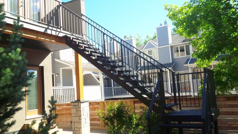 Black Metal Railing with Black Stairs | Mountain View Sun Decks