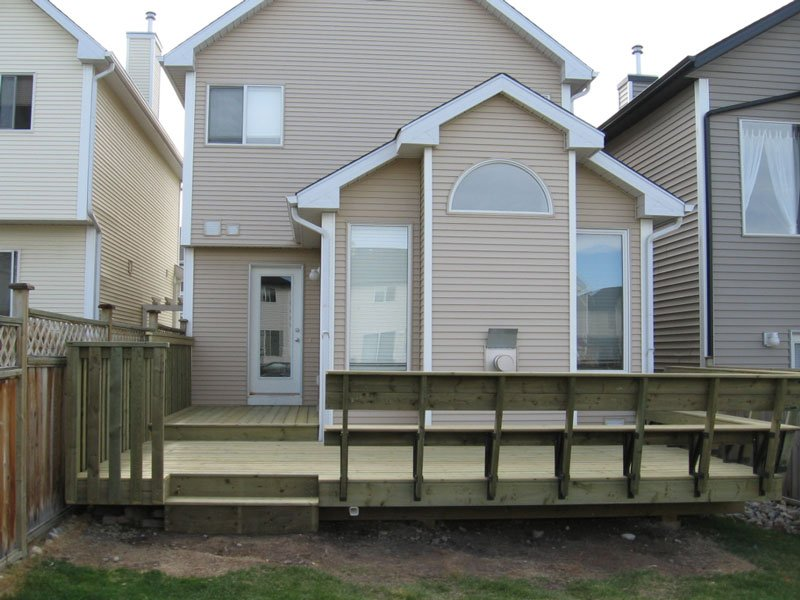 Wooden Sun Deck With Bench Railing And Wooden Railing Combination | Mountain View Sun Decks