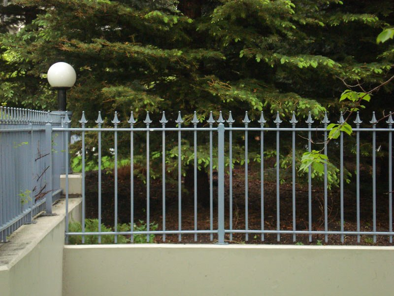 Picket Railing With Custom Railing Top | Mountain View Sun Decks